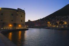 Dubrovnik nachts Stockfoto