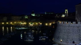 Dubrovnik oude 's nachts stad stock video