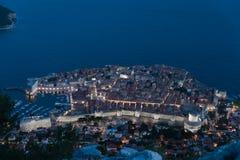 Dubrovnik oude stad bij nacht Stock Afbeeldingen