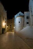 Dubrovnik por noche imagen de archivo