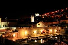 Dubrovnik por noche fotografía de archivo libre de regalías