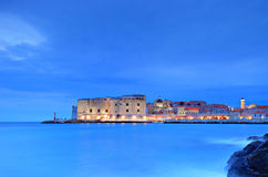 Dubrovnik por noche imágenes de archivo libres de regalías