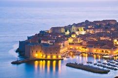 Dubrovnik por noche, Croatia Foto de archivo libre de regalías