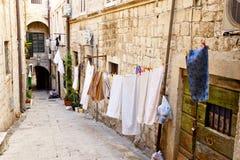 Dubrovnik - schmale Stadtstraße Lizenzfreie Stockbilder