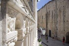 Dubrovnik, St Dominic ulica od Dominikańskiego monasteru Zdjęcie Stock