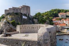 Dubrovnik. St. Lawrence Fortress och väggar av den gamla staden Arkivfoto