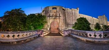 Dubrovnik-Stapel-Tor und Brücke des abgehobenen Betrages morgens, Dubrovnik, C stockfotos