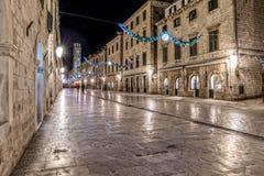 Dubrovnik Stradun na noite Fotos de Stock Royalty Free
