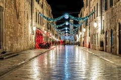 Dubrovnik Stradun pendant la nuit - longue exposition Image stock