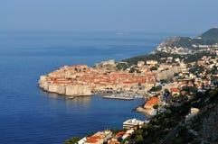 Dubrovnik und das adriatische Meer morgens stockfotografie