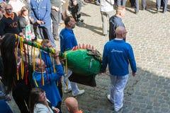 Ducasse De Mons oder Doudou in Mons, Belgien stockfotos