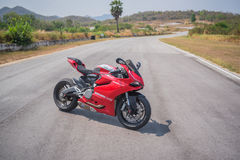 Ducati 899, bicicleta do esporte pela terra arrendada do motor de Ducati imagens de stock