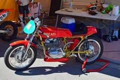 Ducati clásico que compite con la motocicleta Foto de archivo