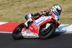 Ducati 1198R de Althea Racing, conducido por Carlos Checa en la acción durante la práctica del Superbike en Imola Circuit Fotos de archivo