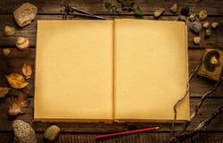 Éducation - découverte du concept de nature ou de recherches de la science Image libre de droits