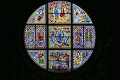 Duccio di buoninsegna Di Siena för duomo för målat glassfönster Inre av den storstads- domkyrkan av Santa Maria Assunta tuscany Royaltyfria Bilder