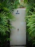 Ducha de lluvia al aire libre en la piscina Imágenes de archivo libres de regalías