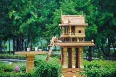 Ducha dom w Thailand z girlandą i niektóre wreathes, joss dom obraz royalty free