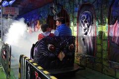 Ducha pociąg w funfair zdjęcie royalty free