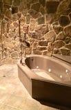 Ducha y bañera de piedra fotografía de archivo