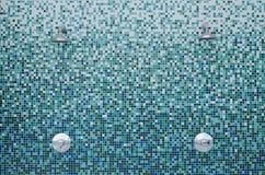 Duchas en los azulejos de mosaico Imágenes de archivo libres de regalías