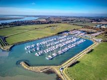 Ducken sich Flussfront - Essex stockbild