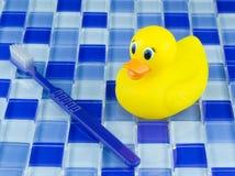 Ducky de borracha em telhas Foto de Stock Royalty Free