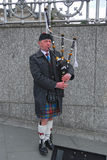 Dudelsackpfeifer, Prinzessin Street, Edinburg, Schottland Lizenzfreies Stockfoto