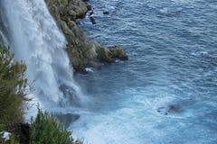 duden водопад индюк antalya Среднеземноморской seashore Стоковое Изображение