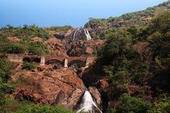 dudhsagar взгляд падений стоковое изображение rf