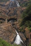 Dudhsagar - водопад в джунглях Стоковое фото RF