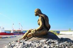 Dudinka,俄罗斯- 2013年7月10日:雕塑  库存照片