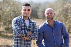 Due agricoltori maschii alla piantagione Fotografia Stock Libera da Diritti
