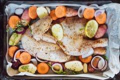 Due ali di pollo fresche pronte per cucinare Immagini Stock