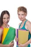 Due allievi felici che si levano in piedi insieme Fotografie Stock Libere da Diritti