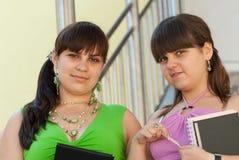 Due allievi femminili Immagini Stock Libere da Diritti