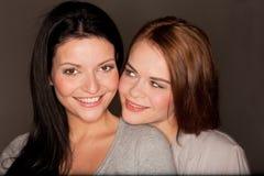 Due amiche graziose immagine stock libera da diritti