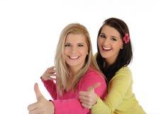 Due amici di ragazza graziosi che hanno divertimento e risata Fotografie Stock Libere da Diritti