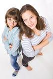 Due amici femminili dell'istituto universitario Immagine Stock