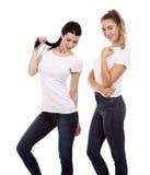 Due amici femminili su fondo bianco Fotografia Stock Libera da Diritti