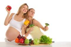 Due amici gai con le frutta e le verdure Immagine Stock
