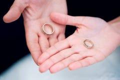 Due anelli di cerimonia nuziale Fotografia Stock Libera da Diritti