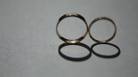 Due anelli di cerimonia nuziale archivi video