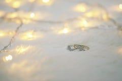 Due anelli su lana Fotografie Stock Libere da Diritti