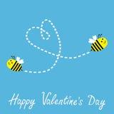Due api volanti. Cuore del un poco nel cielo. Vale felice Fotografia Stock Libera da Diritti