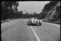 Due automobili sportive che provano a sorpassarsi durante la corsa stock footage