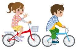 Due bambini che guidano bicicletta, isolata illustrazione vettoriale