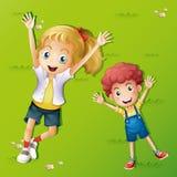Due bambini che si trovano sull'erba royalty illustrazione gratis