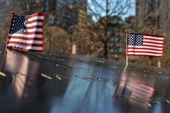 Due bandiere al ground zero Immagine Stock