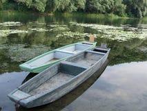 Due barche di legno in un lago Immagini Stock Libere da Diritti